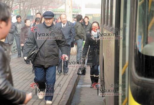 得知众多市民发表看法,乌鲁木齐市北纬一路社区工作人员刘海燕感到很