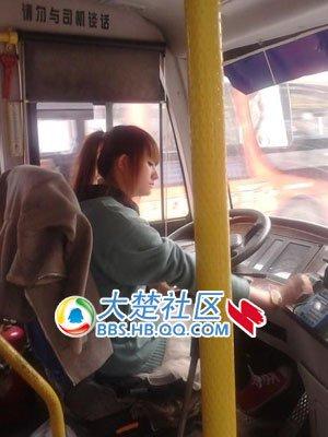 【武汉】美女司机扮相蹿红网络